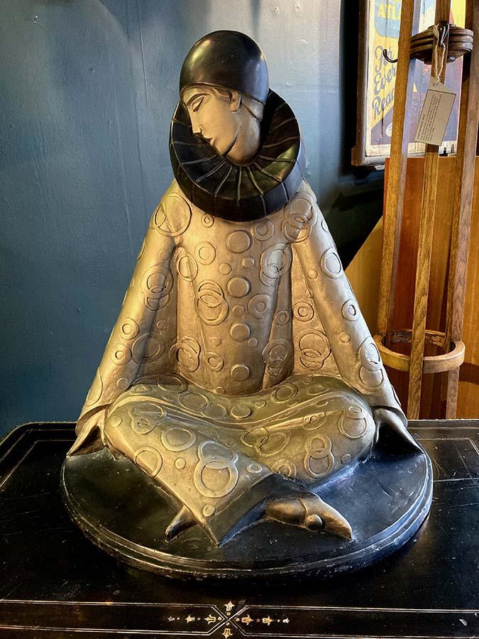 Deco_style_pierrot_ceramic_sculpture_fisher